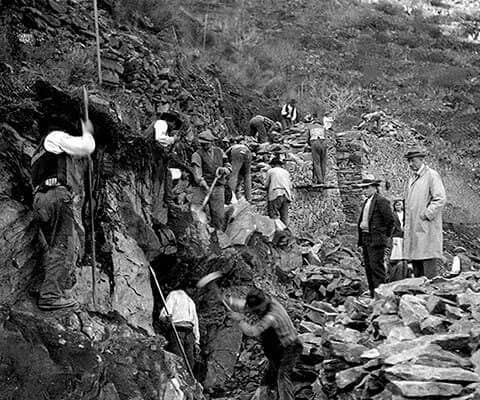 In 1884 the railway was extended eastwards along the bank of the Douro, leading to the expropriation of part of the Vargellas vineyard and in 1886...