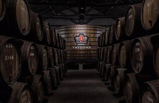 La casa Taylor's le invita a un viaje informativo y emocionante de sus prestigiadas bodegas de vino de Oporto.
