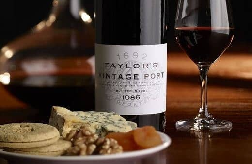 Port is delicious served as an aperitif, with dessert or at the end of a meal. Matching Port and food isn't complicated, just follow your own taste...