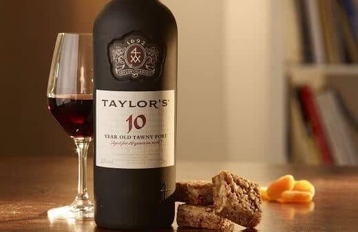 Mellow and elegant, combining delicate wood notes with rich aromas of mature fruit.