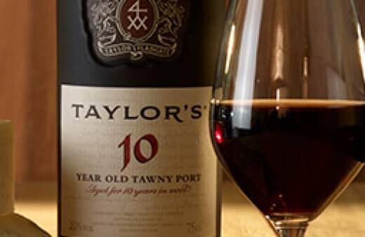 Au fil des années, Taylor a constitué une vaste réserve de vieux portos, élevés en fûts. C'est à partir de ces stocks qu'est assemblé...
