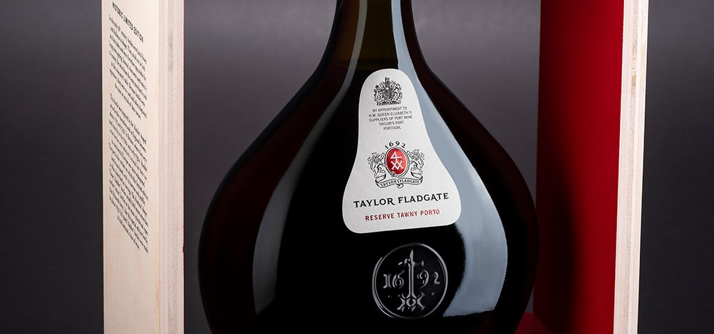 <p>A Limited Edition bottle that re-creates a historic bottle shape from the first half of the 18th century.</p>