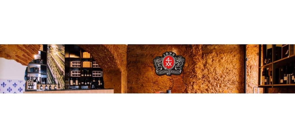 Ubicada en una zona prestigiosa, justo en el barrio histórico de Alfama, cerca de Chafariz del Rei (esta que fue la primera...